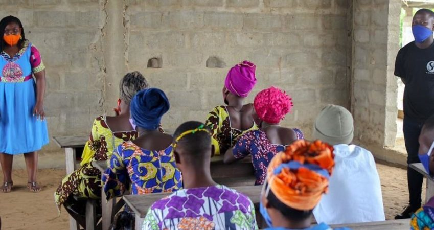 Sensibilisation d'un groupe d'agriculteurs et pêcheurs et d'un groupe de jeunes du village de Ahomey Gblon à So-Ava sur la conservation de la biodiversité